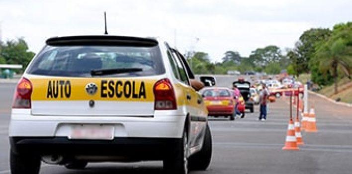 Projeto pretende anular exigências do Contran para veículos de autoescolas